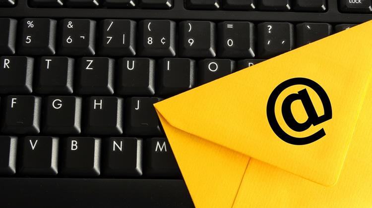 ¿Por qué me llega Spam desde mi propia dirección de correo electrónico?